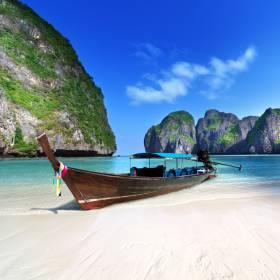 Maya Bay, cenário do filme A Praia