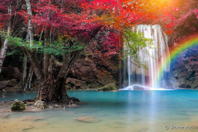 O conjunto de sete cachoeiras das Cataratas de Erawan está situado na região de Kanchanaburi, a Oeste de Bangcoc, na Tailândia