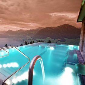"Hotel nos Alpes Suíços tem piscina com escadaria chamada ""Stairway to Heaven"""