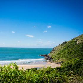 Em Florianópolis, conheça a deserta e paradisíaca praia de Lagoinha do Leste