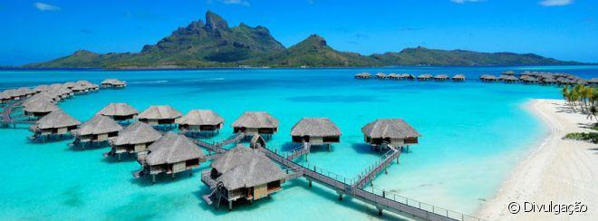 O Four Seasons Resort é emoldurado pela paisagem tropical e paradisíaca de Bora Bora