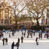 Patinar no gelo - Os primeiros sinais de que o inverno chegou em Londres são as pistas de patinação no gelo. Elas aparecem já no mês de novembro, quando a capital britânica começa a ficar bem gelada. As pistas ficam situadas próximas a diversas atrações famosas, como a London Eye e a Tower of London. A dica é ir de dia e também de noite, quando a iluminação de fim de ano deixa os espaços gelados ainda mais belos.