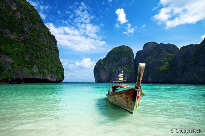 """Maya Bay, em Phi Phi, ficou conhecida após ter sido um dos cenários do filme """"A Praia"""""""