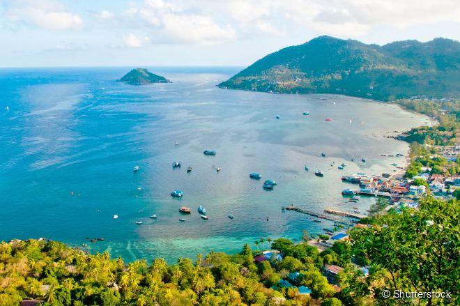Vista aérea da baía de Koh Tao, um dos melhores lugares da Tailândia para aprender a mergulhar