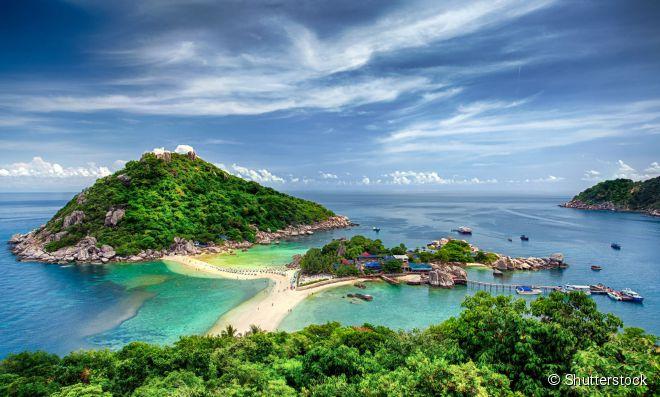 A ilha de Nang Yuan, formada por três ilhotas ligadas por bancos de areia, é uma das atrações de Koh Tao