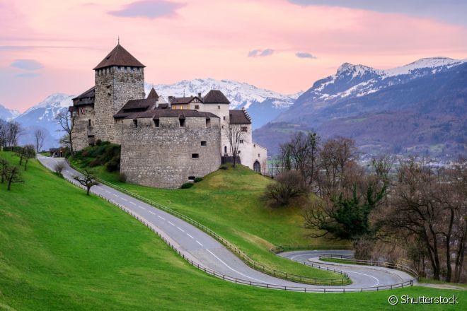 A menor dívida externa do mundo é de Liechtenstein, um pequeno país situado entre a Áustria e a Suíça