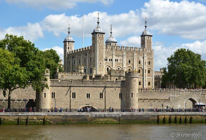 A Torre não é apenas uma torre! Na verdade, trata-se de uma fortaleza composta por 20 torres medievais, erguidas durante mais de mil anos. O complexo é considerado Patrimônio da Humanidade da Unesco