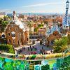 """Barcelona (Espanha) - A vibrante Barcelona é outra boa alternativa para começar sua """"EuroTrip"""". Isso porque a cidade, apesar de falar catalão, tem uma atmosfera cosmopolita e um povo acolhedor, o que facilita a adaptação. Além disso, a cidade conta com boas praias, gastronomia premiada, arquitetura própria e uma das mais animadas vidas noturnas da Europa"""