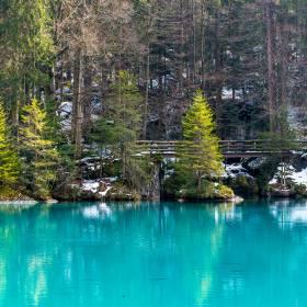 Lago Blausee, na Suíça, é mais um cenário de contos de fadas