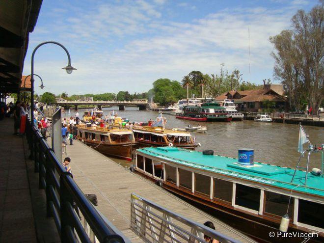 Porto da cidade, de onde saem os tradicionais passeios de barco pelo delta do rio