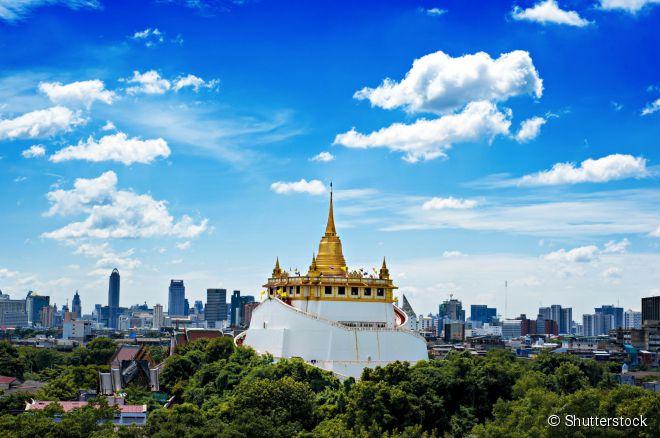 O Wat Saket fica no topo de uma colina artificial no meio da cidade