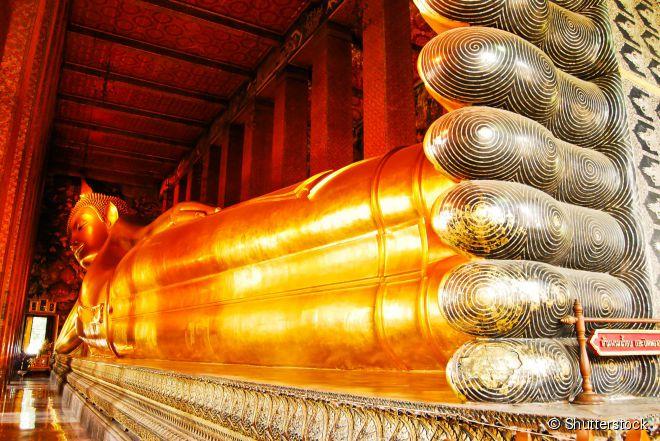 Em Wat Pho, fotografar o Buda Reclinado por completo é um desafio