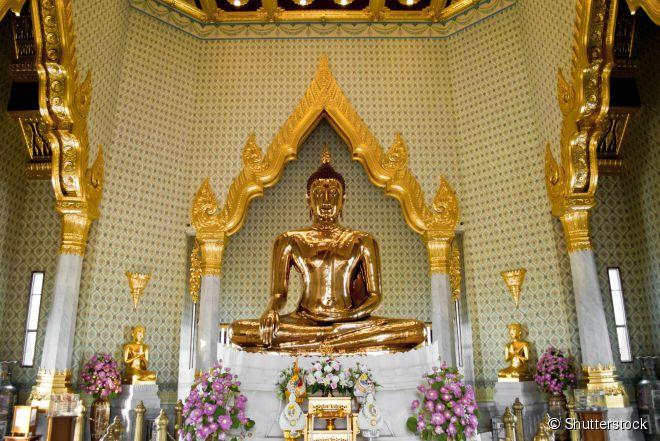 O maior Buda sentado de ouro maciço do planeta fica dentro do Wat Traimit