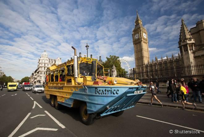 """Os ônibus anfíbios da """"Duck Tours"""" são uma forma diferente de conhecer as atrações da capital britânica"""