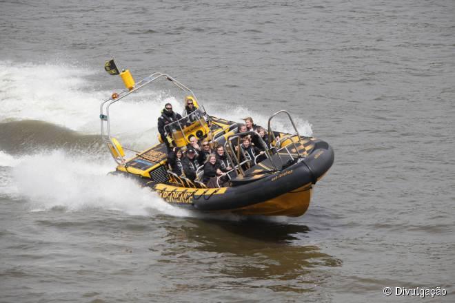 Os barcos de alta velocidade da Thames RIB Experience proporcionam um passeio com muita adrenalina