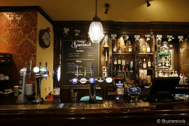 """O passeio guiado """"Drink London!"""" percorre alguns dos pubs históricos da cidade"""
