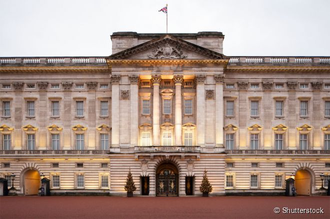 Durante o verão londrino, é possível conhecer parte do interior do Palácio de Buckingham