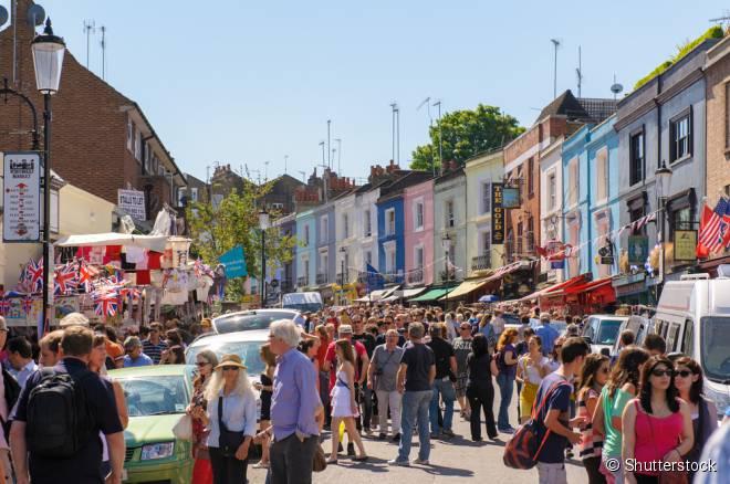 Portobello Market é um dos mercados de rua mais famosos de Londres