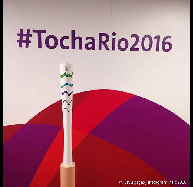 A tocha olímpica tem as cores da bandeira do Brasil