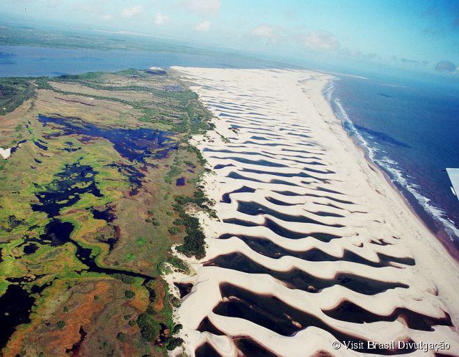 Delta do Parnaíba, Piauí e Maranhão -  O Delta do Parnaíba, entre os estados do Maranhão e Piauí, é o único delta das Américas que desagua em mar aberto e o terceiro maior do planeta. Suas ramificações formam mais de 70 ilhas, mangues, piscinas naturais de água doce, dunas e praias fluviais.