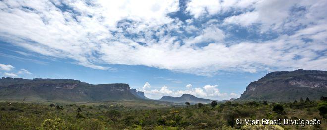 """Chapada Diamantina, Bahia -  A área é um """"prato cheio"""" para os amantes da natureza. É uma região de natureza fascinante, formada por montanhas, cavernas, rios de água potável, cachoeiras e grutas com poços naturais. Entre as atrações mais famosas, destacam-se o Morro do Pai Inácio - considerado o símbolo do parque -, a Cachoeira da Fumaça, a Gruta da Lapa Doce e a trilha pelo Vale do Pati."""