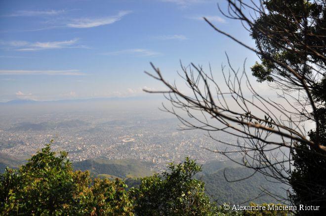 Floresta da Tijuca, Rio de Janeiro -  A Floresta da Tijuca pode ser percorrida a pé, de carro ou bicicleta. Com aproximadamente quatro mil hectares, o lugar possui atrações e recantos incríveis para os amantes da natureza. Entre os pontos que merecem a visita, estão a Cascatinha, a Capela Mayrink, o Mirante Excelsior, o Barracão, a Gruta Paulo e Virgínia, o Lago das Fadas, a Vista Chinesa e o Açude da Solidão.