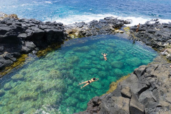Com o mar calminho, piscina é paradisíaca