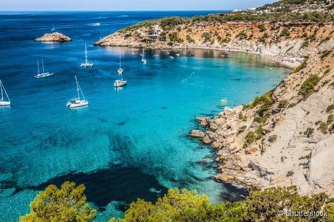 A paradisíaca praia Cala d'Hort é um dos lugares mais fotogênicos de Ibiza