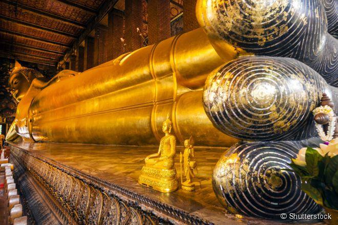 Com 46 metros de comprimento, o Buda reclinado é a atração principal do templo Wat Pho, na capital tailandesa