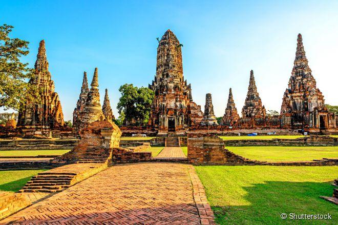 As estupas budistas no templo de Wat Chai Watthnaram, em Ayutthaya