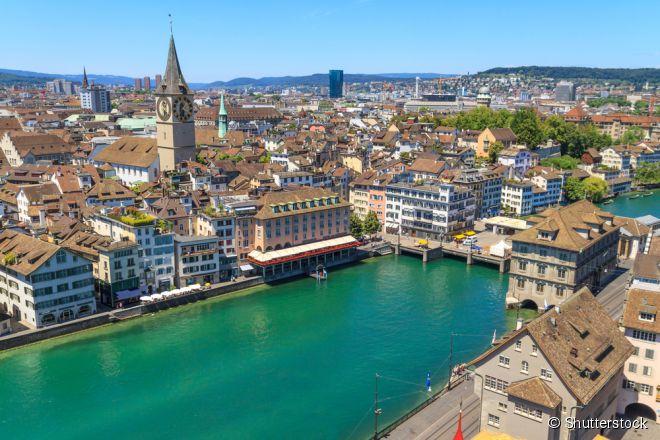 56- Zurique, Suíça:  a maior cidade do país é essencialmente cara e dominada por banqueiros, porém existem algumas atrações mais em conta. O custo médio, contando transporte, alimentação, hospedagem e entretenimento é de US$ 216,59 (R$ 603,57) ao dia.