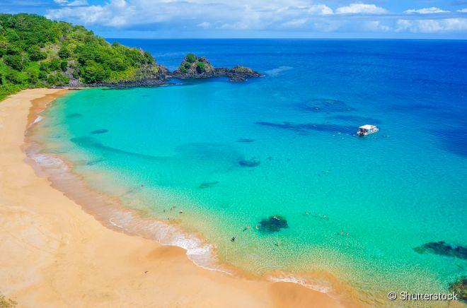 Baía do Sancho é um dos principais cartões postais da ilha de Fernando de Noronha
