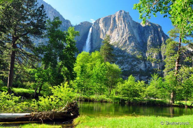 Yosemite Falls, a cachoeira mais alta da América do Norte, é uma das atrações do Yosemite National Park