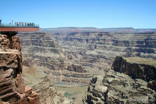 A passarela de vidro Grand Canyon Skywalk oferece um ponto de vista único do parque