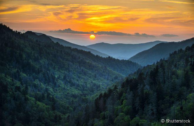 A paisagem montanhosa do Great Smoky Mountains National Park recebe cerca de 9 milhões de visitantes