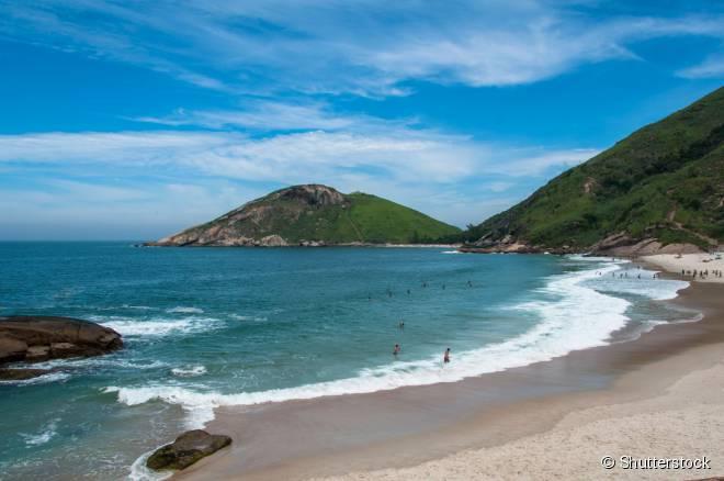Pouco conhecida até mesmo de muitos cariocas, a Praia do Meio, em Barra de Guaratiba, preserva grande parte de sua característica original