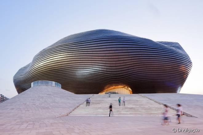 """Edifícios arrojados mostram que a """"nova Ordos"""" foi projetada para ser uma metrópole"""