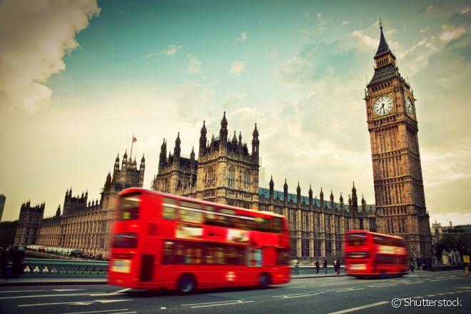 """Inglaterra - Corra para lá: se gosta de atrações culturais, ou deseja conhecer os pontos turísticos """"clichês"""" de Londres. Fuja de lá: se não quer pagar caro pela viagem (a Inglaterra adota a libra, que é ainda mais caro que o euro), ou procura destinos ensolarados"""