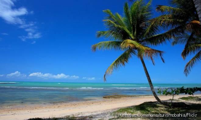 Praia do Espelho é considerada uma das mais belas do Brasil