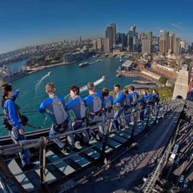 Sydney nas alturas: 'escalada' em ponte é atração na Austrália