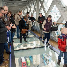 Tower Bridge de Londres ganha piso de vidro a 42 metros acima do Tâmisa