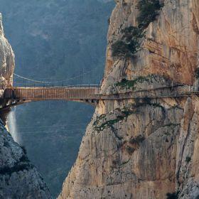 """Passagem """"mais perigosa"""" do mundo reabre para o público na Espanha"""