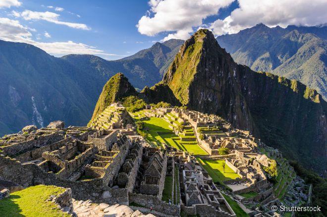 Machu Picchu (Peru) -  A cidadela inca encanta turistas de todas as partes do mundo com sua combinação de história, natureza e mistérios que se criaram em torno de sua origem. O santuário foi erguido no século 15 durante o Império Inca e revelado ao mundo pelo historiador norte-americano Hiram Bingham, em 1911.