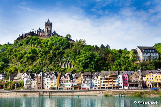 O Reichsburg Cochem foi destruído pelas tropas do Rei Luís XIV em 1689, só foi reconstruído 180 anos depois