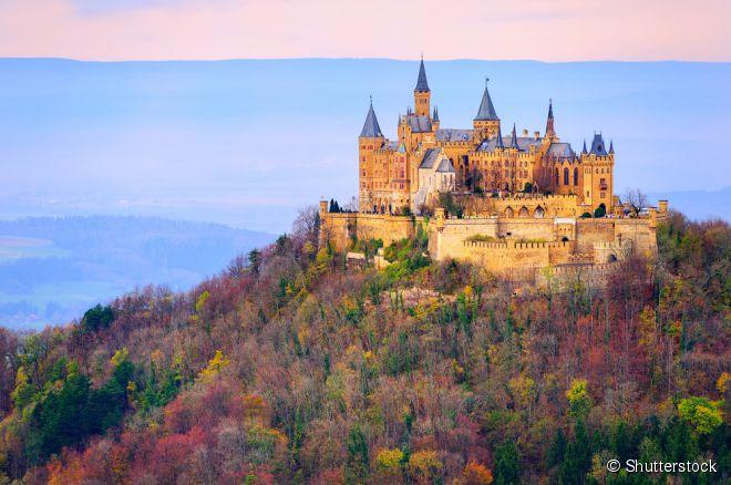 A Alemanha abriga castelos majestosos que são grandes pontos turísticos, como o de Hohenzollern, em Burg Hohenzollern