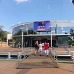 Puerto Iguazú também é um destino de compras,...