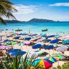 Já a praia de Patong, também em Phuket, é ideal para quem quer curtir o mar com tranquilidade e se divertir na areia! A praia é super badalada, conta com ótimos restaurantes e hotéis e ainda possui águas claras e calmas