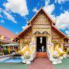 Você não pode deixar de explorar o Centro Histórico de Chiang Mai também! O templo Wat Phra Sing está entre as atrações mais visitadas da cidade! Considerado o maior da cidade, o templo é lar do Buda mais sagrado para os moradores locais