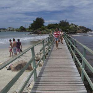 Praia Matadeiro - Água, areia e árvores. Este é o cenário da Praia Matadeiro, que dispensa a...