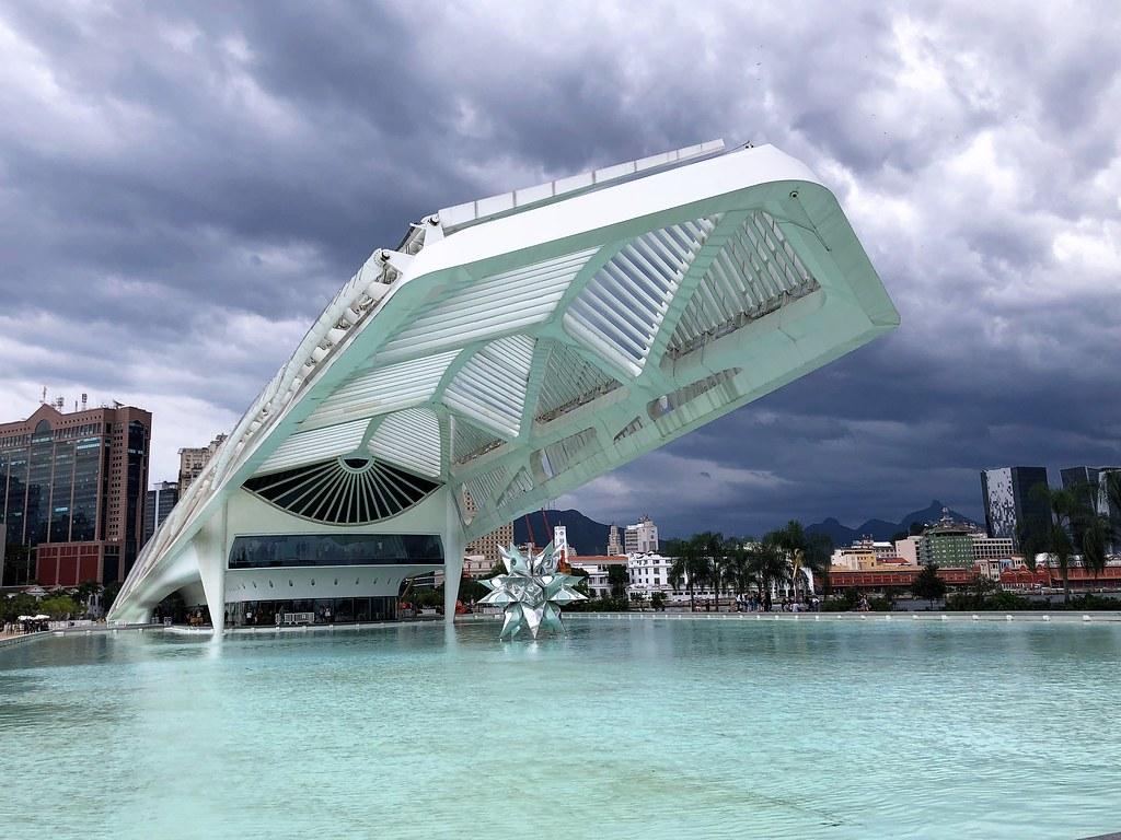 http://static1.pureviagem.com.br/articles/8/24/68/8/@/176633-o-museu-do-amanha-virou-o-queridinho-d-660x0-2.jpg